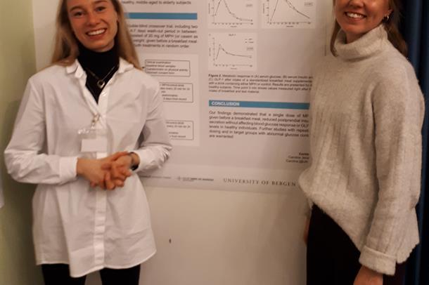 Hanna Fjeldheim Dale og Caroline Jensen forsker på marine råstoff