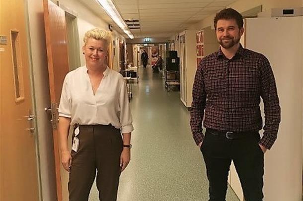 Carina Wollan Myhre og Georg Johnsen fra runden på Kristiansund sjukehus i går