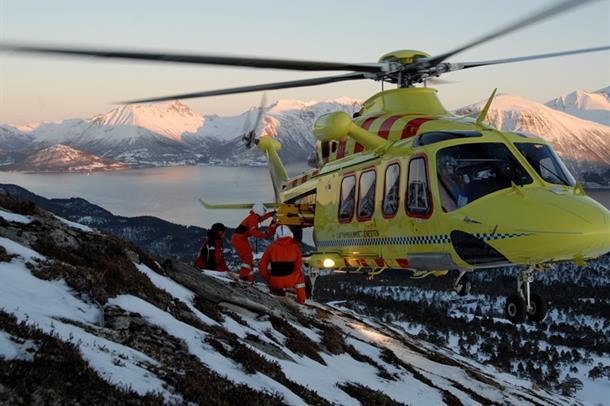 Helikopter på Sula-fjellet