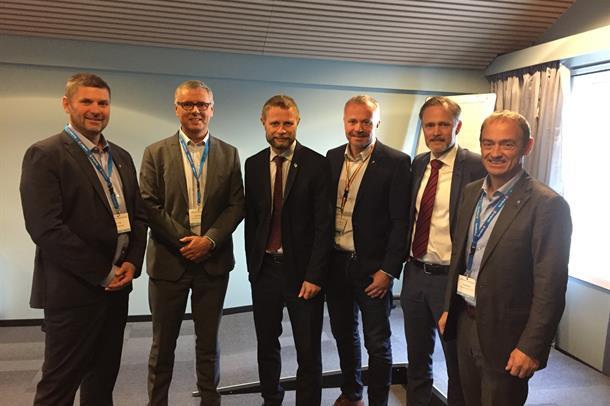 Leiarar på Nordmøre og i HMR møtte helseminister Bent Høie i Kristiansund