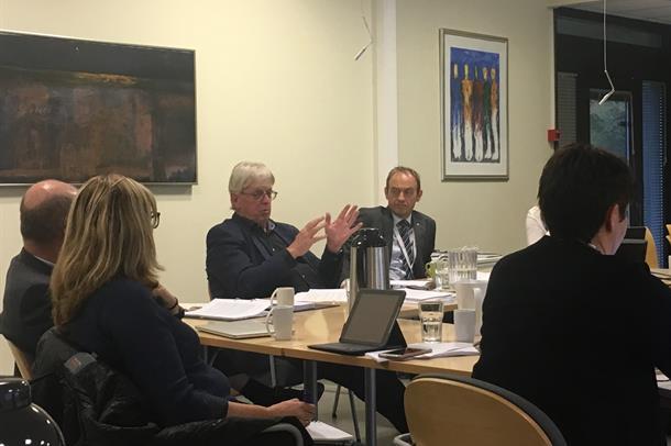 Styreleiar Stein Kinserdal og adm.dir Espen Remme i styremøtet 25. oktober 2017.