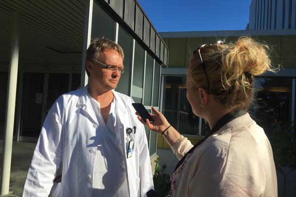 Kjetil Roth blir intervjua av NRK